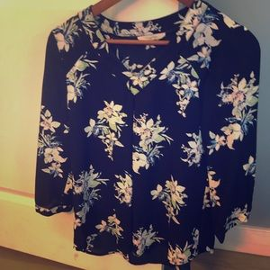 Flowy three quarter sleeve blouse.